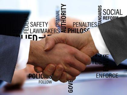 La Ley de Contratos de Crédito Inmobiliario, que hoy entra en vigor, refuerza la función de los registradores en el control de las cláusulas abusivas